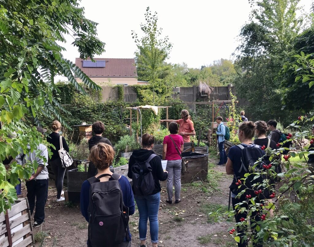 english guided roundtour through permaculture garden